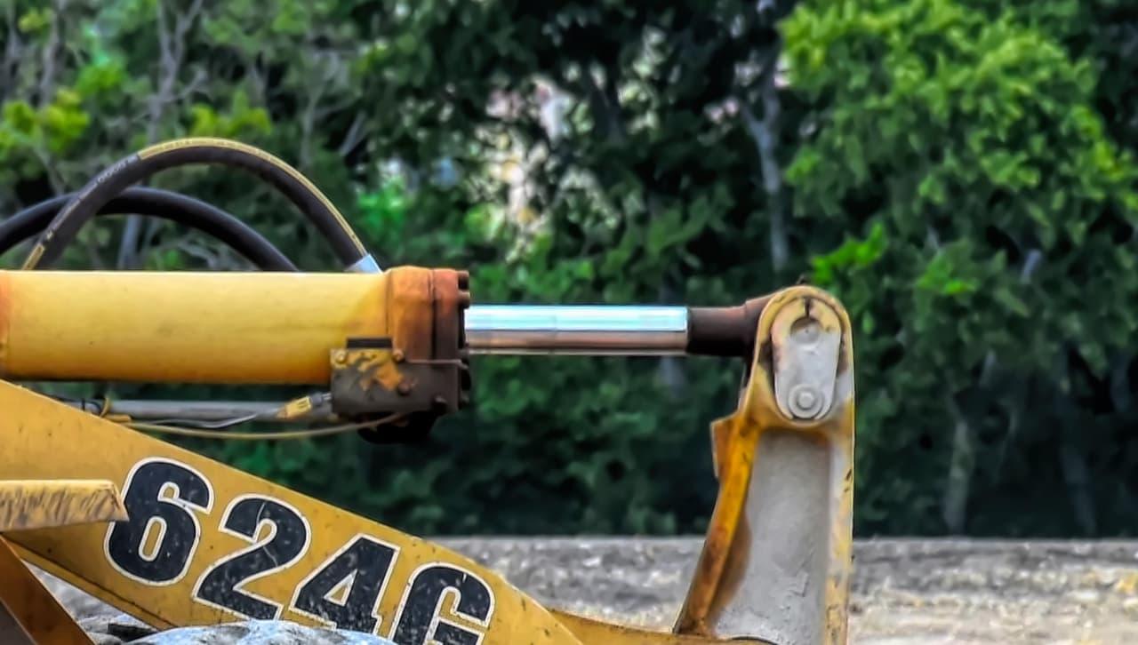 Cilindro idraulico con stelo cromato, con cromatura dura
